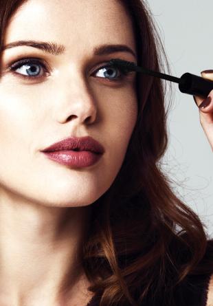 Trucuri de beauty: 5 greșeli de evitat când aplici mascara