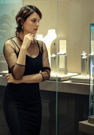În Luna Femeii, oferă bijuterii exclusiviste!