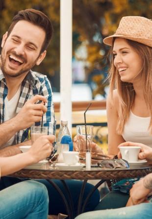 5 motive pentru care e cel mai bine să stai la o terasă