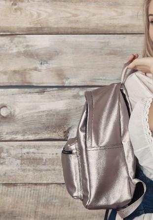 INSPIRAȚIE: 3 ținute la care poți purta rucsacul
