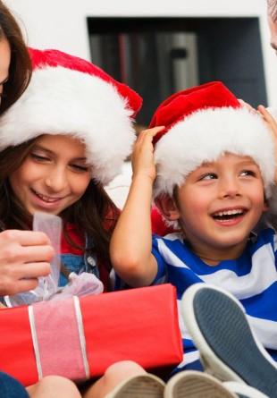 Idei de cadouri de Crăciun sub 100 lei - pentru EL, EA și copii